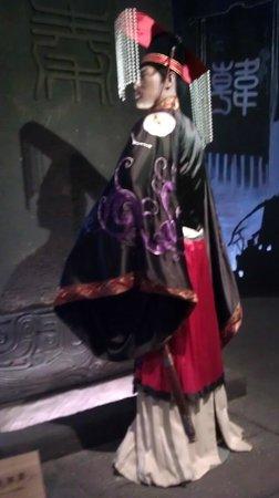 Baoji Bronze Ware Museum: Coronation Clothing