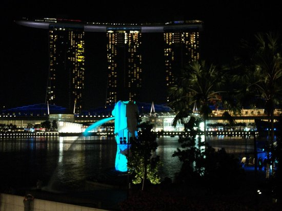 Marina Bay Sands Hotel & Merlion