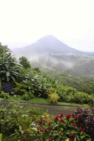 Lost Iguana Resort & Spa: Arenal at 6am