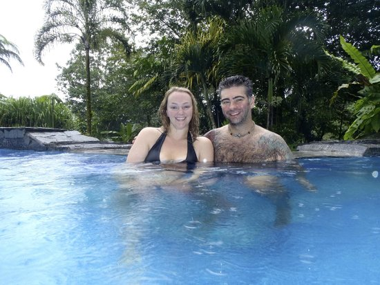 Lost Iguana Resort & Spa: Good time at the Resort Pool