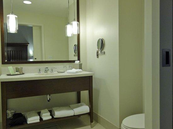 The Alfond Inn: Bathroom