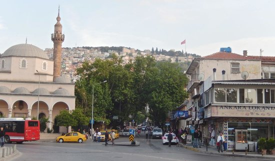 Hotel Baylan: Small square in front of Izmir train station, 200 yards away from hotel on quiet side street.