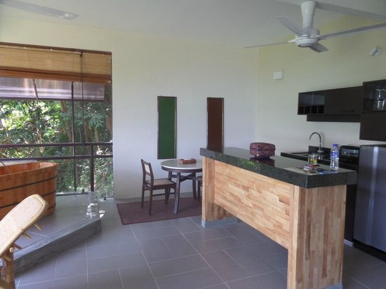 Ambong Ambong: Modern kitchen
