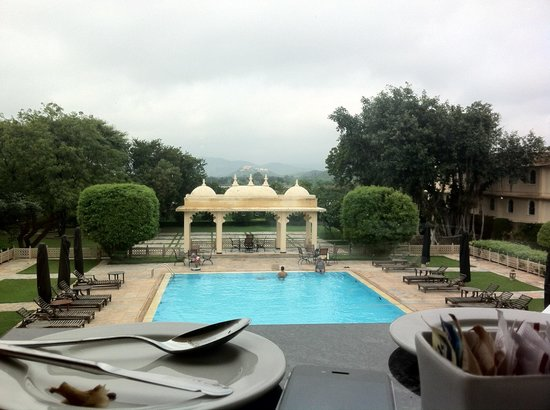 Trident Udaipur: Breakfast table view