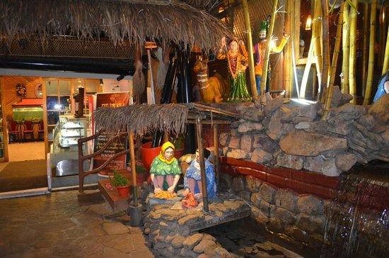 City Hut Family Dhaba: Beautiful Themes