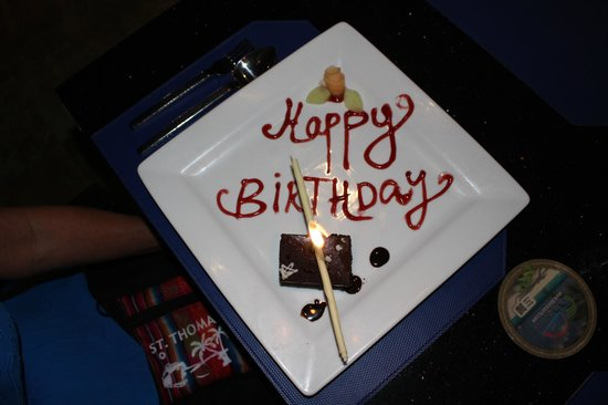 pureocean Restaurant: The staff surprized us with a birthday cake for my roommate's birthday and sang to her