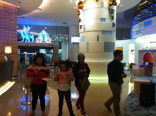 Novotel Century Hong Kong : hotel lobby