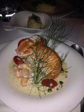 Oh Lala!: Prato especial do dia. Lagosta, camarão e filé de peixe.