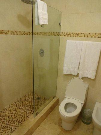 Ciqala Luxury Suites: Bath
