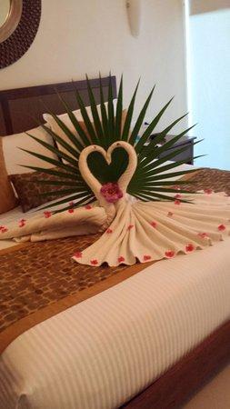 Luxury Bahia Principe Sian Ka'an: Anniversary bed decoration