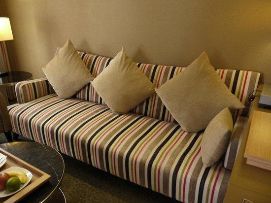 City Suites Taipei Nanxi: 3人掛けのソファもかわいい