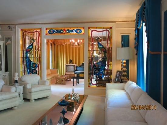 Graceland : Living room