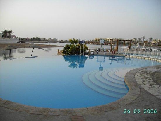Hotel Sultan Bey Resort: Бассейн отеля
