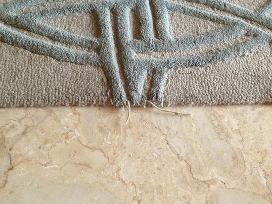 AYANA Resort and Spa : Frayed edges everywhere