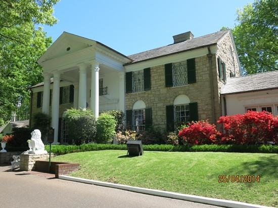 Graceland Front Of Elvis Presley S House