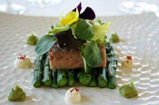 Cafe du Levant: anguille fumee au raifort