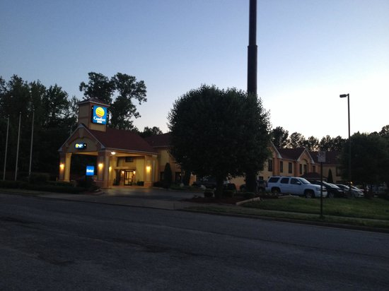 Quality Inn & Suites: Exterior of the hotel