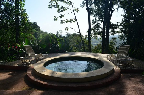Samasati Retreat & Rainforest Sanctuary: Jacuzzi