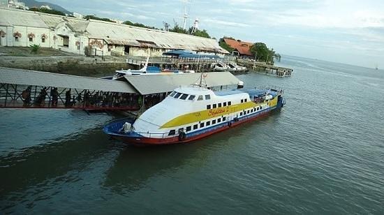 Fair House Villas & Spa : ferry