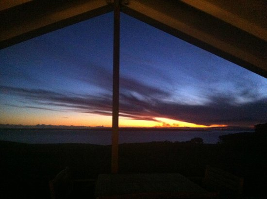 Blue Ray Lodge: Spectacular sunset as viewed from the deck & loungeroom