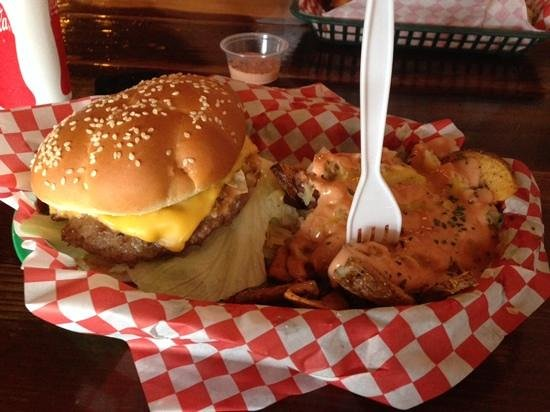 Seven Brothers Burgers: chips drowning in sauce!