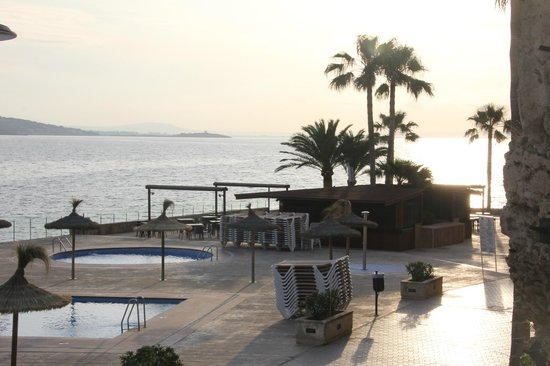 Intertur Hotel Hawaii Mallorca & Suites: au petit matin, la piscine