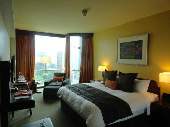 Delfines Hotel & Casino: bedroom on executive floor