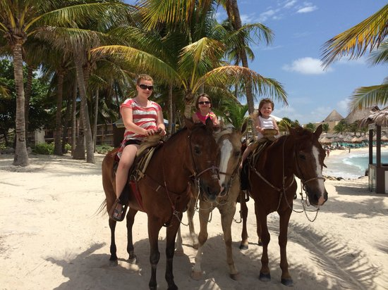 Dreams Puerto Aventuras Resort & Spa: Horseback on the beach
