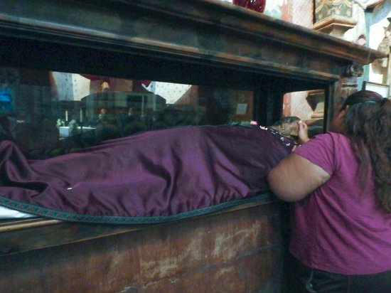 Mission San Xavier del Bac : Fr. Kino's sarcophagus. He died in 1711.