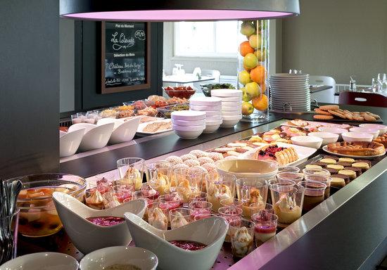 Campanile Villeneuve St Georges : Notre buffet dessert