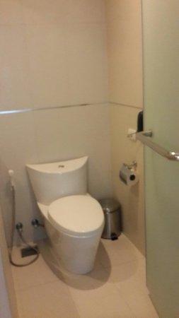 Hotel Solo Sukhumvit 2: Bathroom area