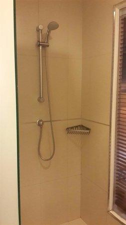 Hotel Solo Sukhumvit 2 : Bathroom area