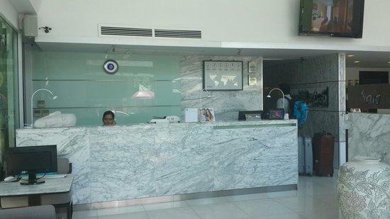 Hotel Solo Sukhumvit 2 : Reception area