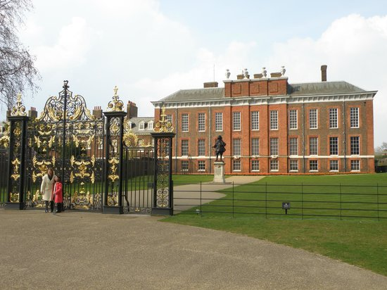 Kensington Palace, looks like an old American High School!