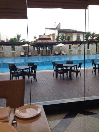 Hotel Perdana: Pool view from Cerana Coffee House