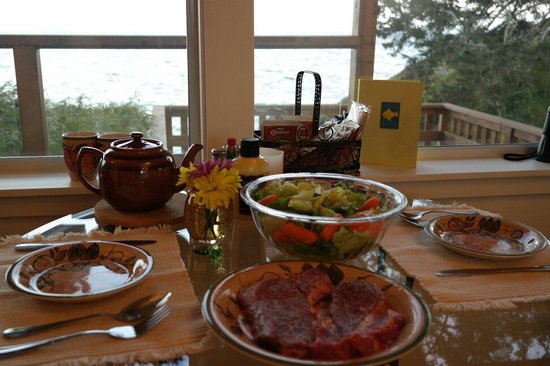 Eagle Cove Beachfront Guest Suites: Prepared dinner
