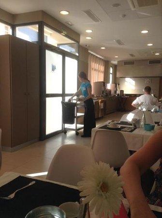 Hotel Mainare Playa Fuengirola: the staff worked really hard!