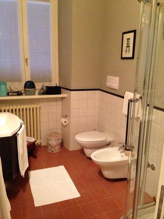 Casa Legnani B&B : Salle de bain de la chambre Melograno
