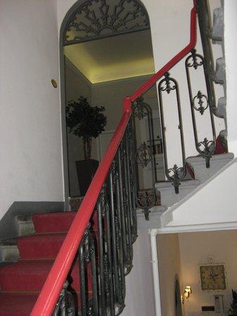 Hotel Ferrucci: Лестница на второй этаж