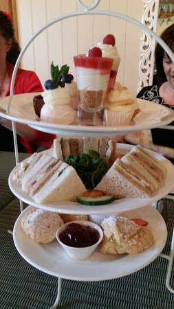 Rotherham, UK: Afternoon tea at Wentworth Garden Centre