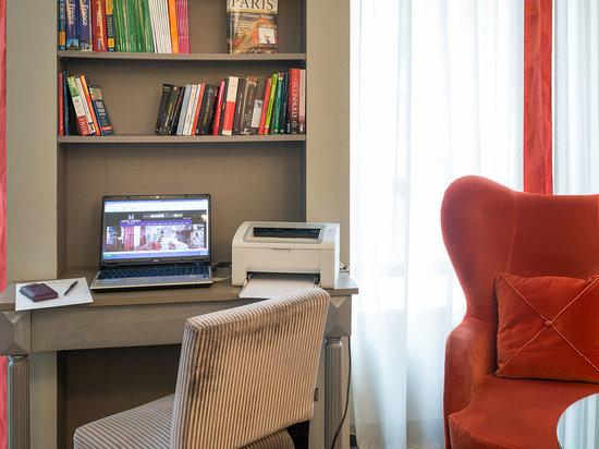 Hotel Harvey: Lobby internet station