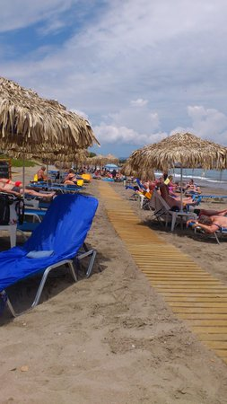 Menia Beach Hotel : Menia Beach på morgonen.