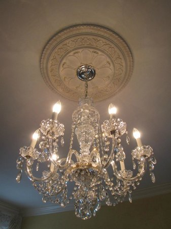 1837 Bed and Breakfast: Dining room chandelier