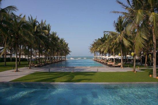 Four Seasons Resort The Nam Hai, Hoi An: Der Blick von der Liege am Pool