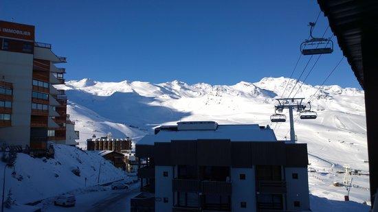 Hotel Le Val Thorens : Vue depuis la fenêtre au petit matin le 4 mai 2014