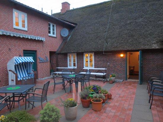 Landhotel Tetens Gasthof: Den hyggelige gårdhave