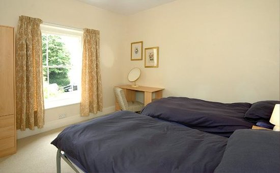 Luccombe Villa Holiday Apartments: The Pines twin room