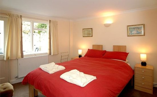 Luccombe Villa Holiday Apartments: The Den double room