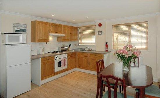 Luccombe Villa Holiday Apartments: The Warren kitchen
