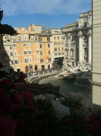 Relais Fontana Di Trevi: View whilst having breakfest